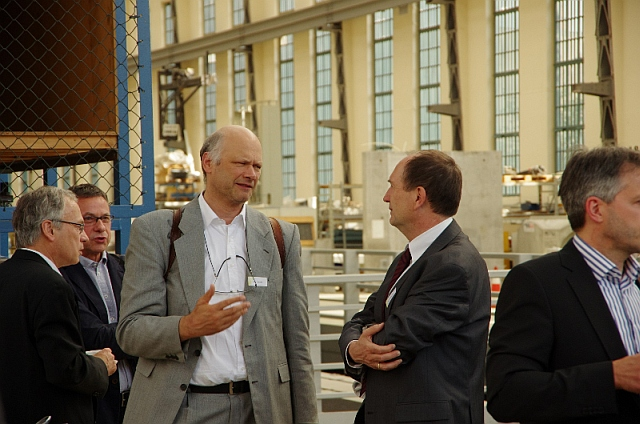 Empfang in der Peter-Behrens-Halle, Jürg Conzett im Gespräch mit Rainer Barthel | Foto Bernhard Heres