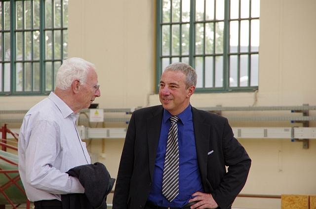 Empfang in der Peter-Behrens-Halle, Jörg Schlaich (links) | Foto Bernhard Heres
